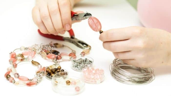hobbies for teenage girls making jewelry