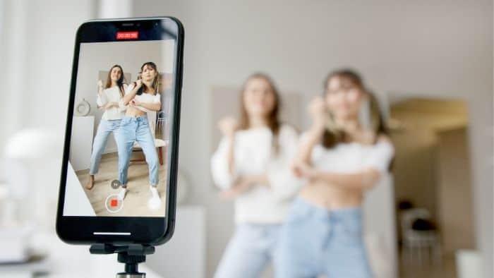 teen girls tiktok dance