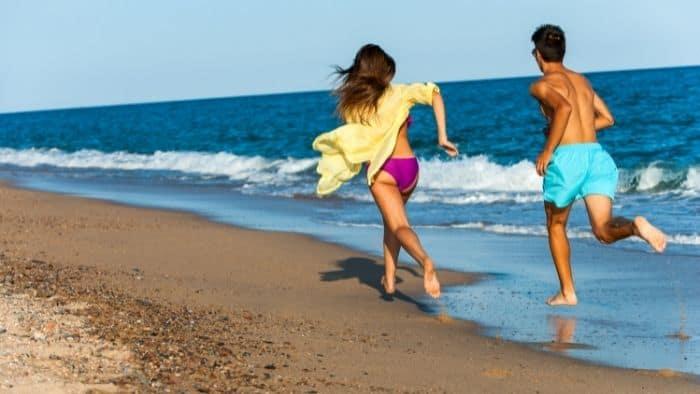first date ideas for teens - beach