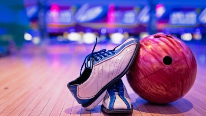 first date ideas for teens - bowling
