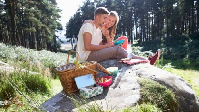 first date ideas for teens - picnic