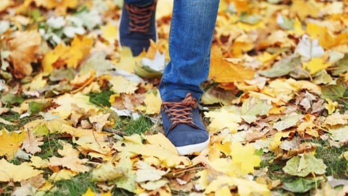 first date ideas for teens - walk in the park