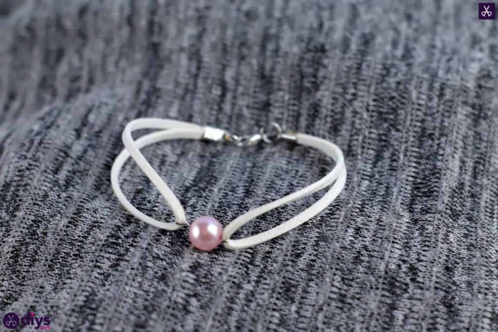 Leather-Bracelet-with-A-Pearl