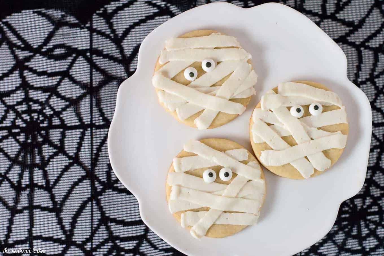 Halloween mummy cookie