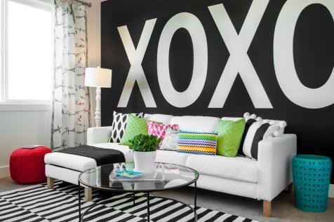 Black and white color scheme teen hangout room idea
