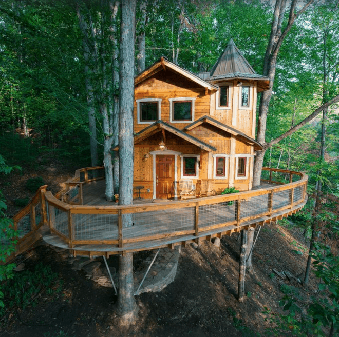 castle themed treehouse
